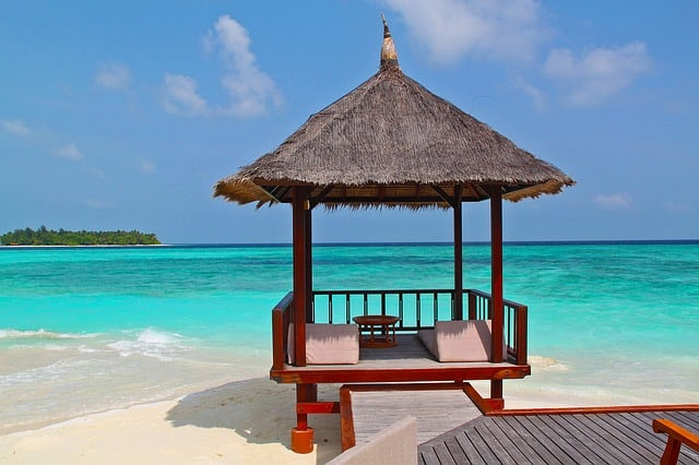 Beach Hut in front of amazing sea - plan your holiday with the travel shop